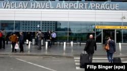 """Shenja """"'Vaclav Havel Airport Prague"""" në Aeroportin Ndërkombëtar të Pragës"""