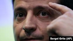 Володимир Зеленський під час спілкування із журналістами у своєму виборчому штабі після другого туру виборів. Київ, 21 квітня 2019 року
