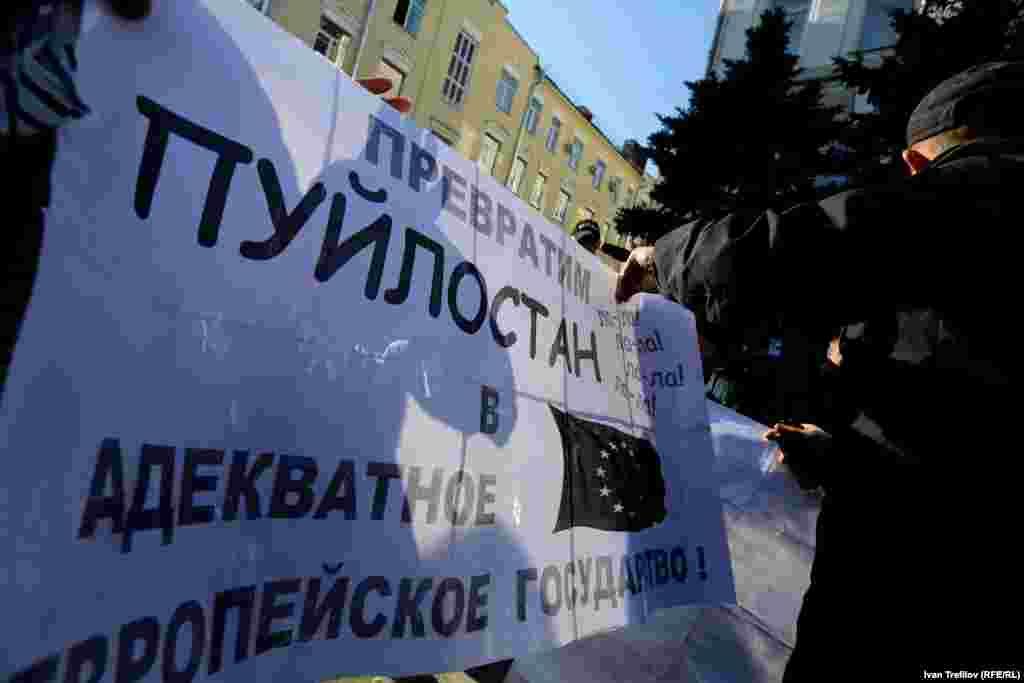 """Московский """"Марш мира"""". На входе полиция изучала содержание плакатов - этот проверку не прошел"""