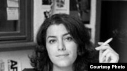 مرجان ستراپی، نويسنده مقيم پاريس، پنج سال پيش يا انتشار اولين کتاب کمیک استریپ «پرسپوليس» که در مورد بيوگرافی نويسنده است، به شهرت جهانی رسيد.