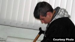 Иван Рожнов сот залында отыр. Петропавл, 18 қазан 2012 жыл.