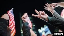 Американцы празднуют уничтожение Усамы бин Ладена, Нью-Йорк, Таймс-сквер