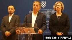 """Pupovac je podsjetio da veteranske udruge ne smeta """"kad se na stadionima skandira 'Za dom spremni' i tamo sjede predstavnici državnog vrha"""""""