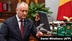 Moskvayönlü Igor Dodon Konstitusiya Məhkəməsinin qərarı ilə prezidentlikdən çıxarılıb