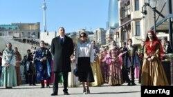 Ильхам Алиев и Мехрибан Алиев приняли участие на народных празднествах