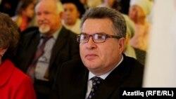 Илфак Ибраһимов Равил Фәйзуллинның 70 яшьлеге кичәсендә. 20 сентябрь 2013
