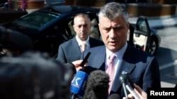 Hašim Tači daje izjavu novinarima u Briselu