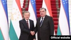 Президентҳои Тоҷикистон Эмомалӣ Раҳмон ва Шавкат Мирзиёев.