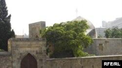 XII əsrə aid olan İçərişəhərdə 500-dən artıq memarlıq abidəsi var