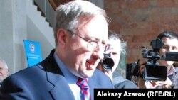 Посол Соединенных Штатов в Казахстане Джордж Крол.