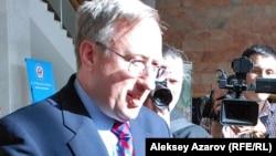 Посол США в Казахстане Джордж Крол.