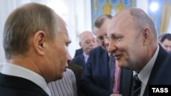 Journalist Mikhail Beketov (right) meets with Russian President Vladimir Putin in Moscow in 2012.