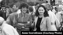 Ельміра Байрам-Алі (зліва) і Наджіє Філімонова в Москві, 1987 рік