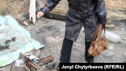 Саламат Исакованын тигүүчү цехин коогалаңда белгисиз бирөөлөр өрттөп жиберишкен.