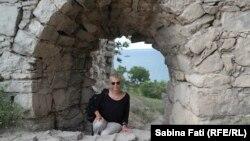 Înainte de a ajunge la Sinop, în Turcia, Sabina Fati a trecut în periplul ei în jurul Mării Begre și prin Fedosia, Crimeea - aici la Fortăreața genoveză.
