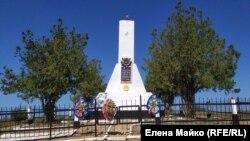 Памятник подвигу пяти моряков-черноморцев на плато Кара-тау над селом Верхнесадовое вблизи Севастополя