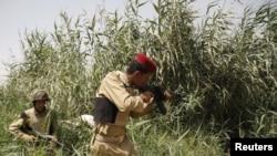 دورية عراقية تطارد مهربي مخدرات على الحدود مع إيران