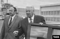 Визит Бориса Ельцина в Татарстан. Слева Александр Коржаков