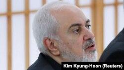 محمدجواد ظریف، وزیر خارجه ایران، بار دیگر گفته است پهپاد آمریکایی در حریم هوایی ایران هدف قرار گرفت