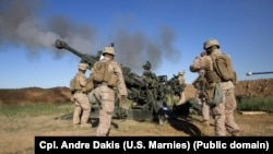 U.S. Marines fire a howitzer at an IS infiltration route in March 2016.