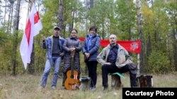 Андрэй Мельнікаў з удзельнікамі Талькаўскага фэсту. 2013 год