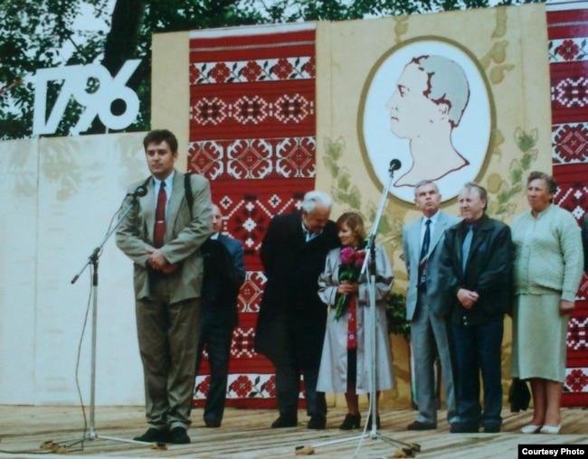 Янка Брыль і Вольга Іпатава на 200-я ўгодкі Яна Чачота ў Карэлічах