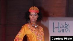 أحد الأزياء التي عُرضت ضمن نشاط ثقافي عراقي في باريس / أيلول 2009