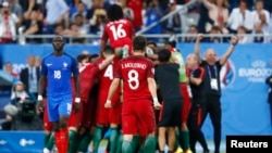 Финальная игра сборных Португалии и Франции на чемпионате Европы по футболу. Париж, 10 июля.