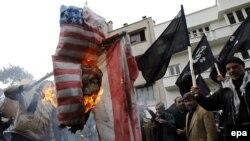 La o demonstrație anti-americană la Teheran