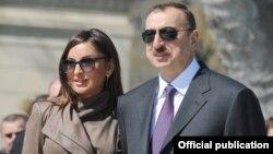 Азербайжандын биринчи вице-президенти Мехрибан Алиева, президенти Илхам Алиев.