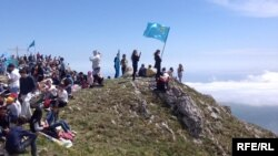 Кримські татари здійснюють сходження в горах Криму – в пам'ять депортованих у 1944 році