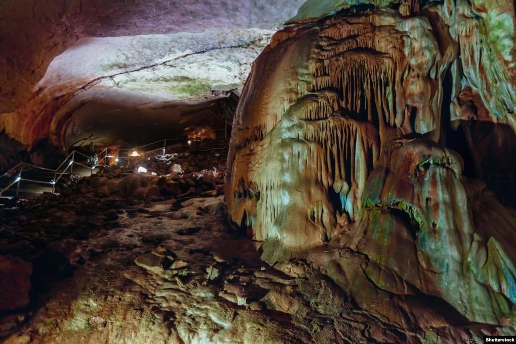 Мраморная пещера на начальном этапе исследования и первых туристических посещений представляла собой маршрут длиною в 180 метров. Сейчас же протяженность экскурсионного маршрута– около 1,5 километров
