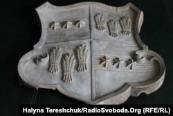 Герб Мієрів-Бадені, який прикрашав палац