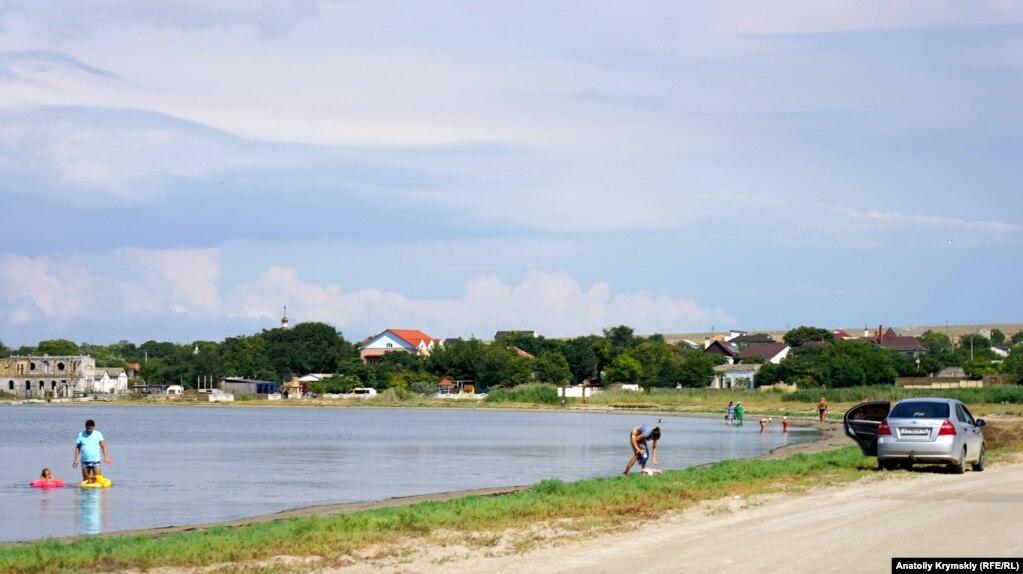 Между селом и морем образовались три соленых озера. Лиман – название самого большого из них.
