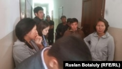 Попытка выселения жильцов из общежития в поселке Пригородный под Астаной.