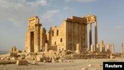 Загальний вигляд на античний храм у Пальмірі, Сирія, 2010 рік