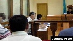 Зал судебного заседания по делу Орака Сарбопеева. Фото Дины Байдилдаевой. Актау, 25 мая 2012 года.