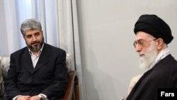 ХАМАС расширяет свои политические горизонты. Председатель политбюро палестинского движения Халид Машаль (слева) уже посетил духовного лидера Ирана Али Хаменеи, а сегодня его ждут в Москве