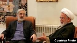میرحسین موسوی در منزل مهدی کروبی