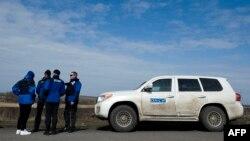 Спостерігачі ОБСЄ поблизу Ульянівського, за 100 кілометрів від Донецька, 19 березня 2015 року