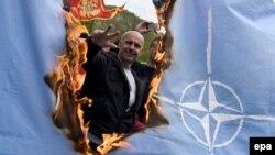 Участник акции против вступления Черногории в НАТО. Апрель 2017 года