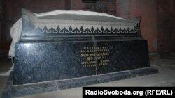 Символічний саркофаг Юрія Довгорукого