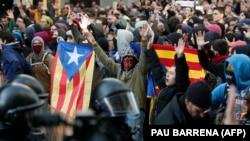 Grupet pro-pavarësisë duke protestuar në Katalonjë.