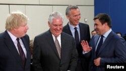 Тиллерсон НАТОго мүчө өлкөлөрдүн тышкы иштер министрлери менен