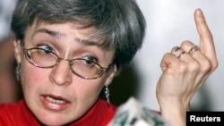 آنا پولیتکووسکایا روزنامهنگار سال ۲۰۰۶ در مسکو به ضرب گلوله به قتل رسید
