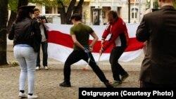 """Акцыя """"Не гуляй з дыктарам у хакей!"""" Швэцыя. Фота Ostgruppen"""