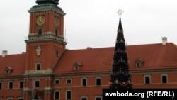 Cьвяточная яліна на Каралеўскім пляцы ў Варшаве