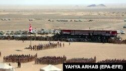 رژه نظامی نیروهای وفادار به دولت یمن در شهر مارب در سال ۲۰۱۸
