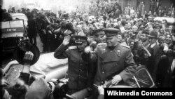 Маршал Конев в освобожденной Праге