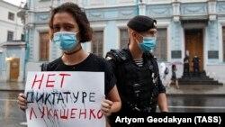 Пикеты в поддержку задержанных в Минске российских журналистов у посольства Беларуси в Москве, 10 августа 2020 года